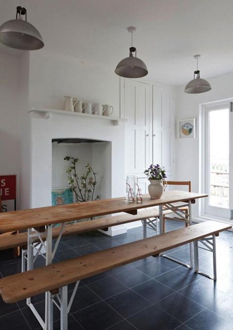 700_biergarten-table-indoors